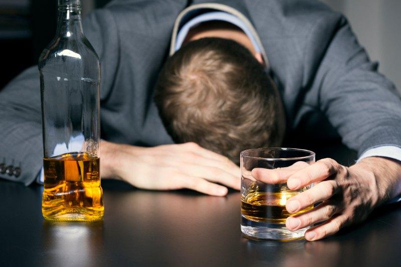 https: img-o.okeinfo.net content 2018 04 16 481 1887226 pertolongan-pertama-pada-orang-yang-mabuk-parah-akibat-minuman-beralkohol-mUvQw6BcrL.jpg