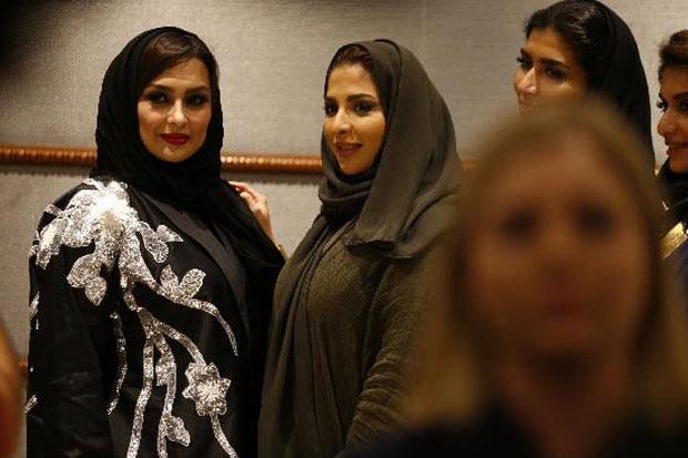https: img-o.okeinfo.net content 2018 04 17 194 1887916 pertama-kali-dalam-sejarah-arab-saudi-gelar-fashion-show-eIKDvTwIqW.jpg