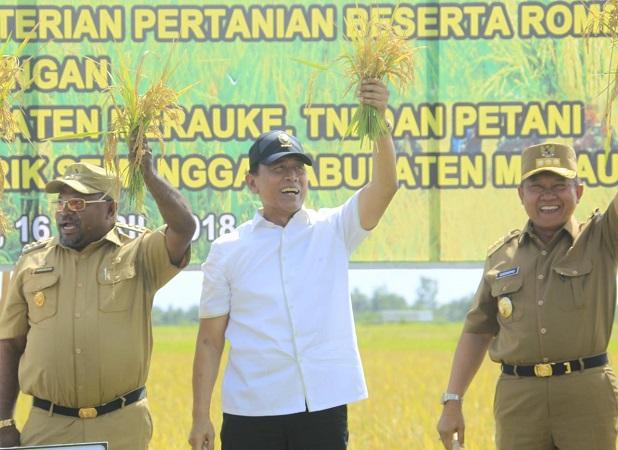 https: img-o.okeinfo.net content 2018 04 17 340 1887509 hadiri-panen-raya-di-perbatasan-papua-wiranto-nawacita-program-yang-nyata-UiFfJCUIBO.jpg