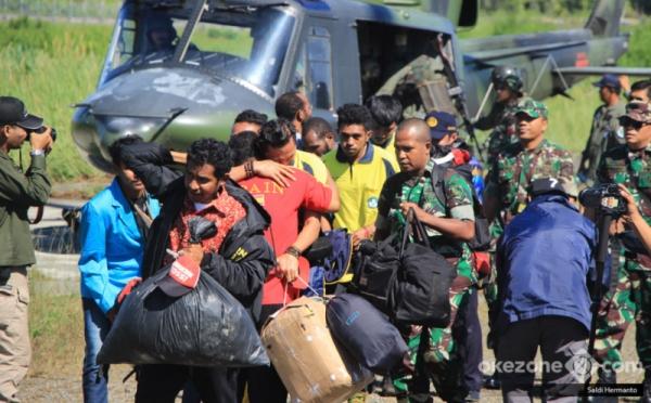 https: img-o.okeinfo.net content 2018 04 20 340 1889310 guru-dan-kepsek-sakit-hati-atas-ulah-kksb-di-kampung-aroanop-papua-X8ixV5xy6e.jpg
