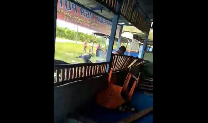 https: img-o.okeinfo.net content 2018 04 23 196 1890218 viral-video-pria-obrak-abrik-warung-mantan-istri-karena-tak-terima-diceraikan-21KeJN4DQe.jpg