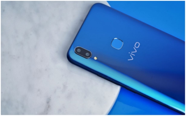 https: img-o.okeinfo.net content 2018 04 24 16 1890871 lihat-tampilan-stylish-dari-vivo-v9-cool-blue-limited-edition-EhmIVBUuEu.jpg