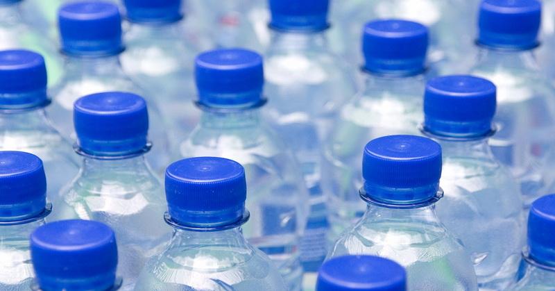 https: img-o.okeinfo.net content 2018 04 27 481 1892191 cegah-dehidrasi-berapa-banyak-air-yang-harus-kita-minum-WDaD9cPQKB.jpg