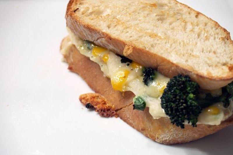 https: img-o.okeinfo.net content 2018 05 03 298 1894063 sarapan-semakin-sehat-dengan-sandwich-kentang-dan-burger-tempe-iAstAyz8b1.jpg