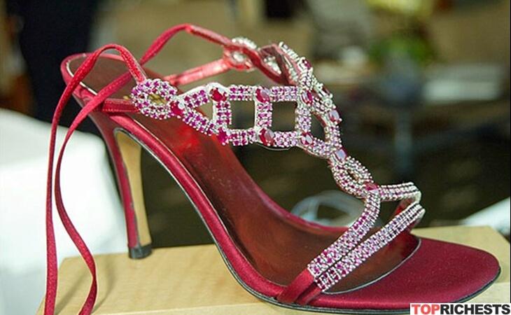 https: img-o.okeinfo.net content 2018 05 05 194 1894777 bertabur-berlian-dan-batu-rubi-inilah-5-penampakan-sepatu-termahal-di-dunia-gMZoJX3Tgx.jpg