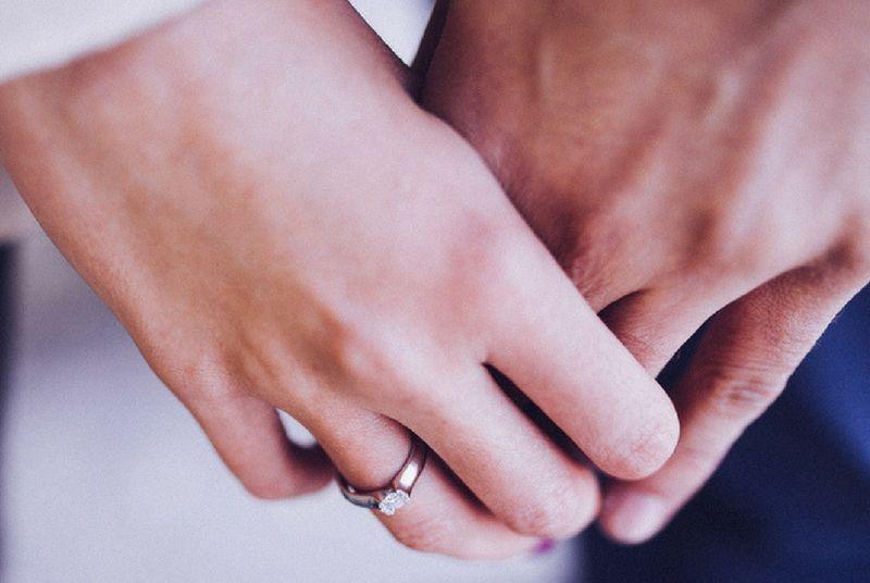 https: img-o.okeinfo.net content 2018 05 07 196 1895372 menikah-karena-dijodohkan-ini-7-hal-yang-harus-kamu-pahami-SzhpYIzW7I.jpg
