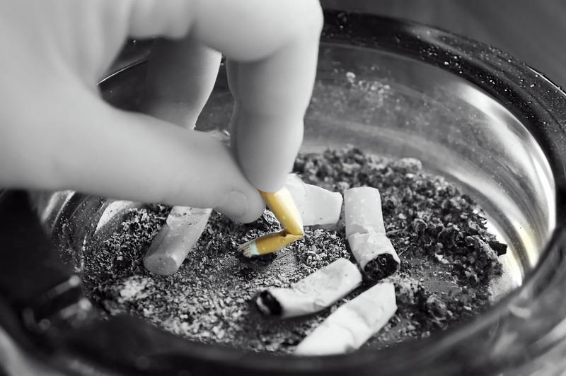 https: img-o.okeinfo.net content 2018 05 07 481 1895353 perokok-pemula-usianya-makin-muda-target-pemerintah-turunkan-prevelensi-merokok-sulit-tercapai-a2AtOZIPcT.jpg