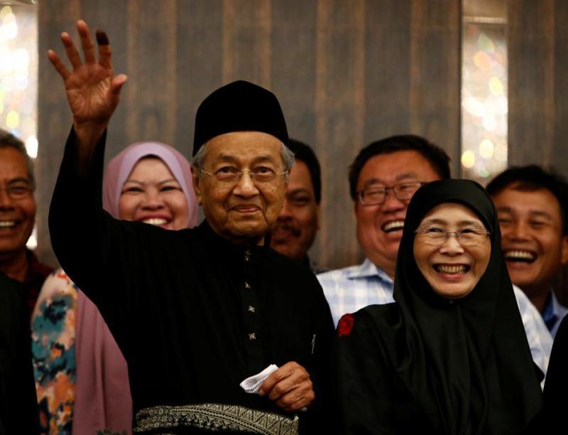 https: img-o.okeinfo.net content 2018 05 11 18 1896979 presiden-jokowi-beri-selamat-pada-mahathir-mohamad-atas-pelantikannya-sebagai-pm-malaysia-sAi2QSn5Cz.jpg