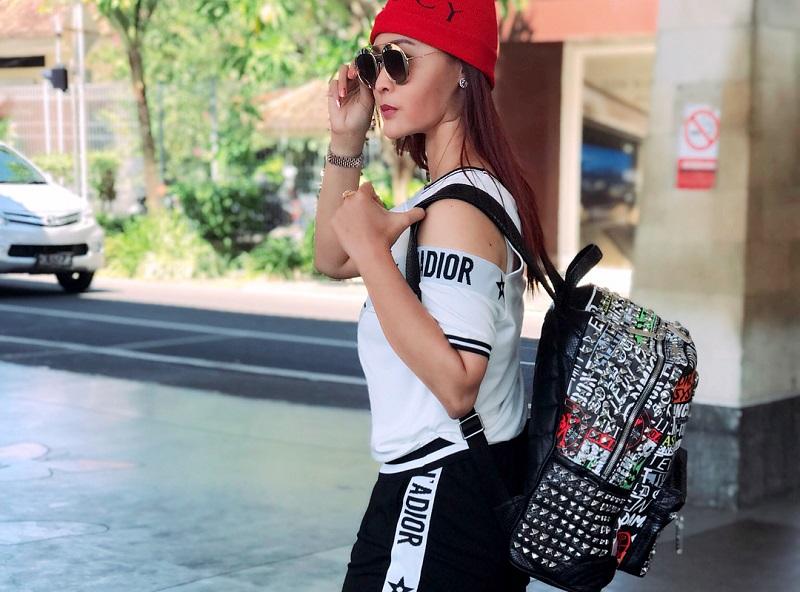 https: img-o.okeinfo.net content 2018 05 11 194 1897163 intip-gaya-boyish-inul-daratista-saat-hadiri-bali-fashion-trend-2018-c6V2CNM9GP.jpg