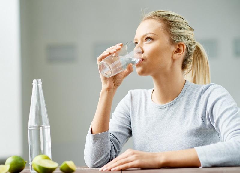 https: img-o.okeinfo.net content 2018 05 11 481 1897230 ini-trik-minum-air-mineral-agar-tubuh-tidak-dehidrasi-selama-bulan-puasa-UirgDcggxR.jpg