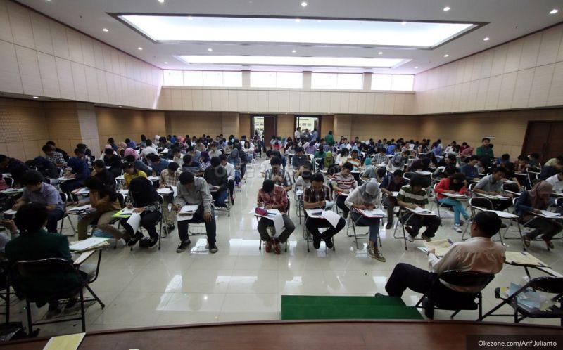 https: img-o.okeinfo.net content 2018 05 12 65 1897419 ratusan-calon-mahasiswa-ikut-spmb-unhi-denpasar-MAAd565dmV.jpg