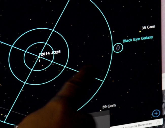https: img-o.okeinfo.net content 2018 05 14 56 1898279 asteroid-sebesar-lapangan-bola-tengah-mendekati-bumi-ZHOUjRrPeV.jpg