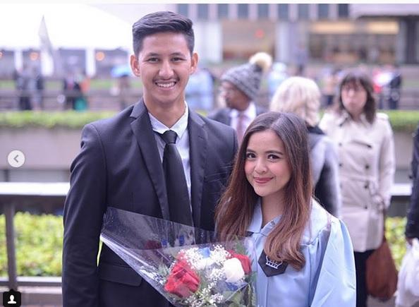 https: img-o.okeinfo.net content 2018 05 15 33 1898480 lulus-s2-columbia-university-netizen-minta-tasya-cepat-menikah-e524Ze2vfE.jpg