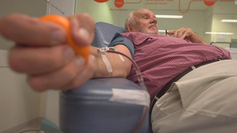 https: img-o.okeinfo.net content 2018 05 15 406 1898592 lengan-emas-pria-australia-selamatkan-nyawa-2-4-juta-bayi-AVaZqswzkl.jpg