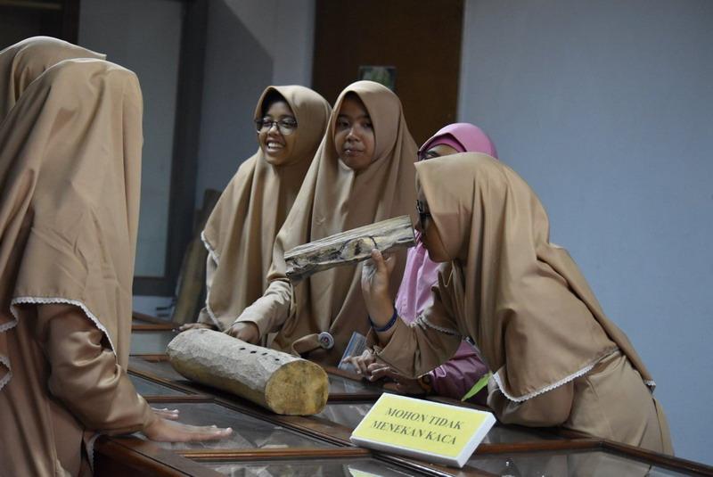 https: img-o.okeinfo.net content 2018 05 16 406 1899038 wajah-baru-museum-nasional-sejarah-alam-indonesia-usai-berbenah-dxPdZGby5i.jpg