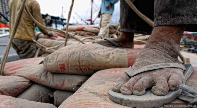 https: img-o.okeinfo.net content 2018 05 17 320 1899437 bumn-karya-wajib-gunakan-semen-produksi-semen-indonesia-dan-semen-baturaja-NvMMrXM2N8.jpg