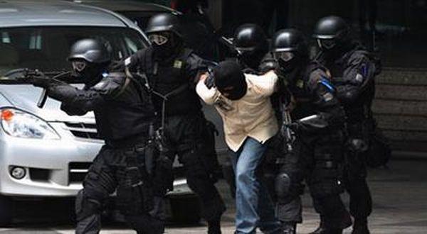 https: img-o.okeinfo.net content 2018 05 17 340 1899418 usai-penyerangan-di-mapolda-riau-8-terduga-teroris-ditangkap-u4vOY6eVWN.jpg