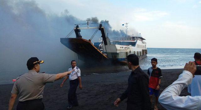 https: img-o.okeinfo.net content 2018 05 17 340 1899522 kapal-berpenumpang-terbakar-di-selat-bali-D7PtT1hR5O.jpg