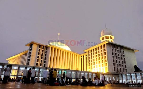 https: img-o.okeinfo.net content 2018 05 17 406 1899337 10-masjid-dengan-arsitektur-menawan-di-indonesia-nomor-8-paling-unik-CGHQnvuV28.jpg