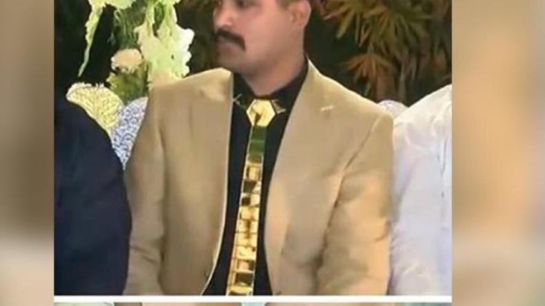 https: img-o.okeinfo.net content 2018 05 18 194 1899730 habiskan-rp300-juta-pria-pakistan-ini-berbalut-emas-demi-pernikahan-yang-meriah-qL2an1Ah9H.jpg