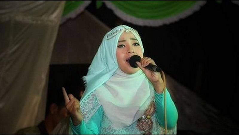 https: img-o.okeinfo.net content 2018 05 23 205 1901932 juarai-qori-di-asean-wafiq-azizah-ungkap-kerinduan-di-album-religi-KnF8CBthlr.jpg