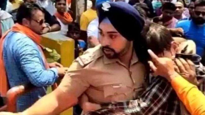 https: img-o.okeinfo.net content 2018 05 31 18 1905025 selamatkan-pria-muslim-dari-amukan-massa-polisi-india-dapat-ancaman-pembunuhan-yxUKGi6nLr.jpg