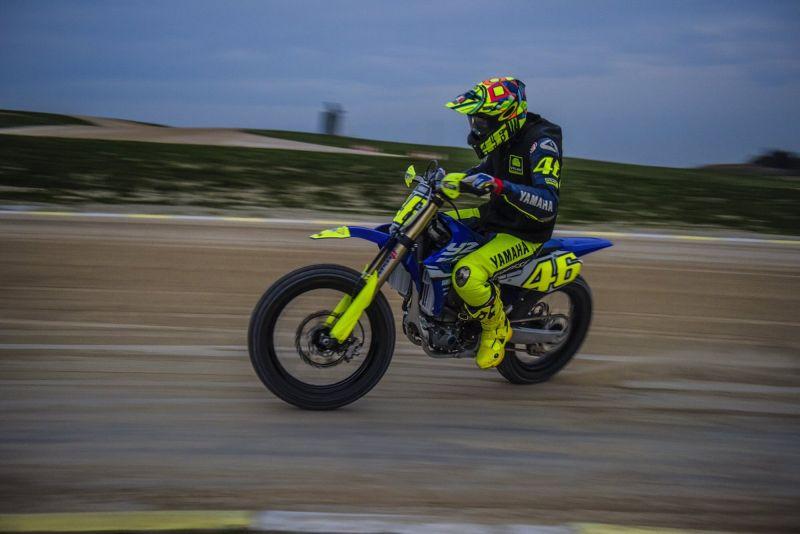 https: img-o.okeinfo.net content 2018 05 31 38 1904938 rossi-latihan-motocross-jelang-balapan-di-motogp-italia-2018-N8ppjur55Y.jpg