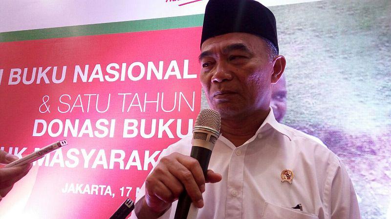 https: img-o.okeinfo.net content 2018 06 04 65 1906298 indonesia-kekurangan-988-133-guru-pns-untuk-sekolah-negeri-lqMTHJXZ7v.jpg