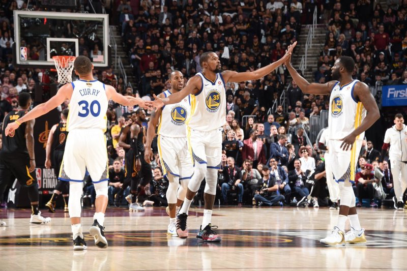 https: img-o.okeinfo.net content 2018 06 07 36 1907644 warriors-kembali-petik-kemenangan-atas-cavaliers-di-final-ketiga-nba-2017-2018-vZ8d4MPIiU.jpg