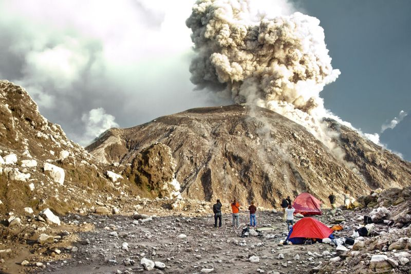 https: img-o.okeinfo.net content 2018 06 07 406 1907787 ingin-berlibur-ke-gunung-berapi-cek-fakta-fakta-dibaliknya-zJaX6CbSsb.jpg