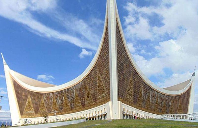 https: img-o.okeinfo.net content 2018 06 10 406 1908778 sederet-masjid-dengan-arsitektur-unik-ada-di-indonesia-semua-loh-UzYwFfPoK5.jpg