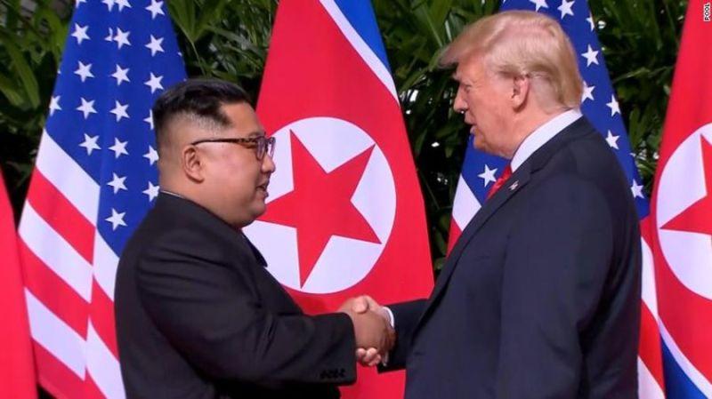 https: img-o.okeinfo.net content 2018 06 12 18 1909508 jabat-tangan-perdana-trump-dan-kim-jong-un-memulai-ktt-bersejarah-as-korut-ujx2wNe7in.jpg
