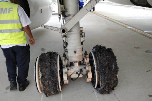 https: img-o.okeinfo.net content 2018 06 12 340 1909518 penerbangan-di-kualanamu-sempat-terganggu-akibat-garuda-pecah-ban-IybwcwAM47.jpg