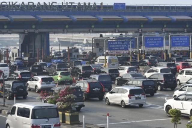https: img-o.okeinfo.net content 2018 06 13 338 1909935 berikut-lokasi-kemacetan-kendaraan-pemudik-di-tol-cikampek-pagi-ini-ftUGT0gsdV.jpg