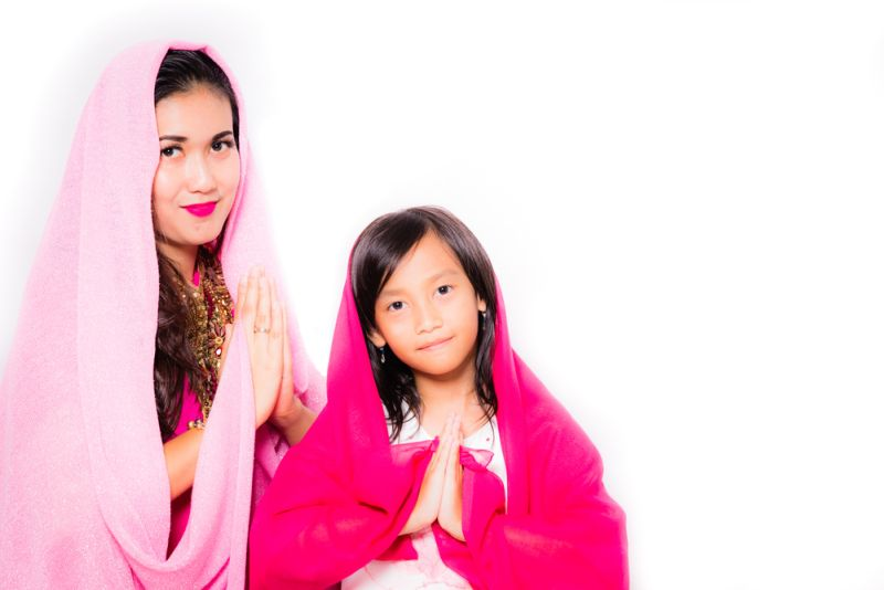 https: img-o.okeinfo.net content 2018 06 17 196 1911054 pakai-hijab-seharian-ini-7-trik-biar-rambut-tak-lepek-3SxTuKl29i.jpg