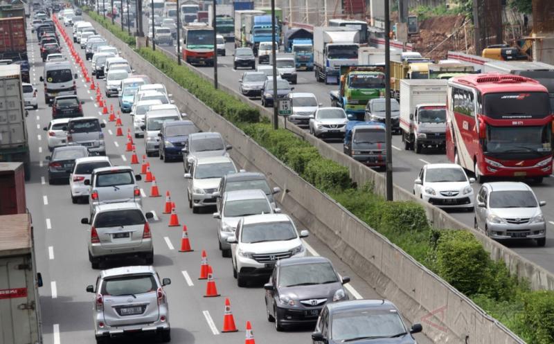"""""""One Way"""" Diberlakukan dari Tol Cipali Hingga Cikampek Arah Jakarta"""