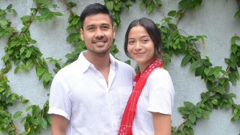 https: img-o.okeinfo.net content 2018 06 21 33 1912466 perjalanan-asmara-5-artis-yang-menikah-dengan-penggemarnya-jidScc2wVH.jpg