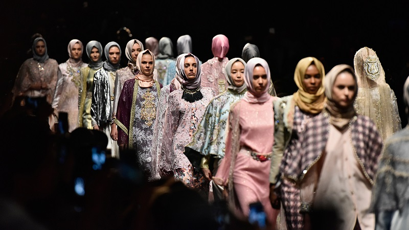 https: img-o.okeinfo.net content 2018 06 26 194 1914102 tren-busana-muslim-2019-bakal-seperti-ini-prediksinya-dari-para-desainer-eXHAKjRGl6.jpg