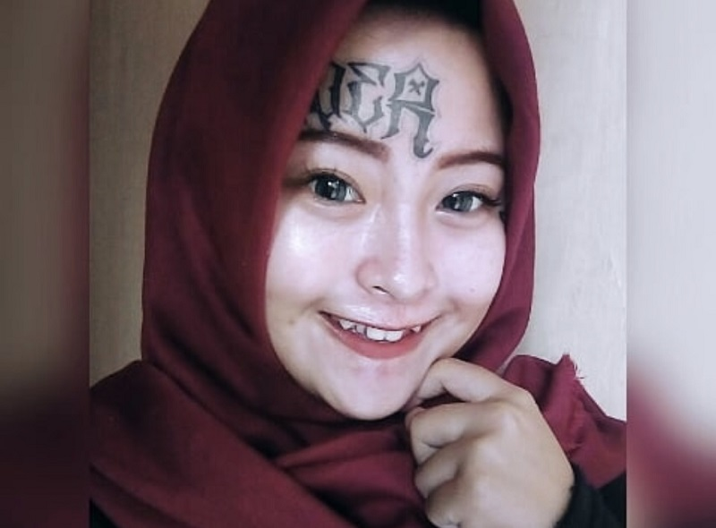 https: img-o.okeinfo.net content 2018 06 26 196 1914086 kisah-hijrah-menyentuh-hati-iska-randy-mantan-anak-punk-yang-punya-tato-di-wajah-DBRmSbPDT5.jpg