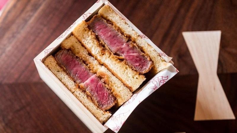 https: img-o.okeinfo.net content 2018 06 28 298 1915293 sepotong-sandwich-daging-ini-dijual-seharga-rp2-6-juta-apa-kelebihannya-k5bFRn7X5i.jpg