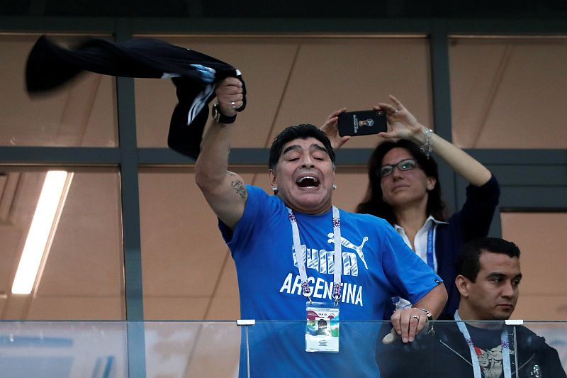 https: img-o.okeinfo.net content 2018 06 29 350 1915432 maradona-dibayar-rp188-juta-untuk-saksikan-langsung-pertandingan-piala-dunia-2018-vCuydKCOS8.jpg