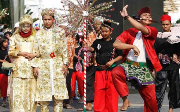 https: img-o.okeinfo.net content 2018 06 29 406 1915701 3-000-peserta-bakal-ikut-jakarta-karnaval-untuk-meriahkan-hut-dki-VFAG0ASy3j.jpg