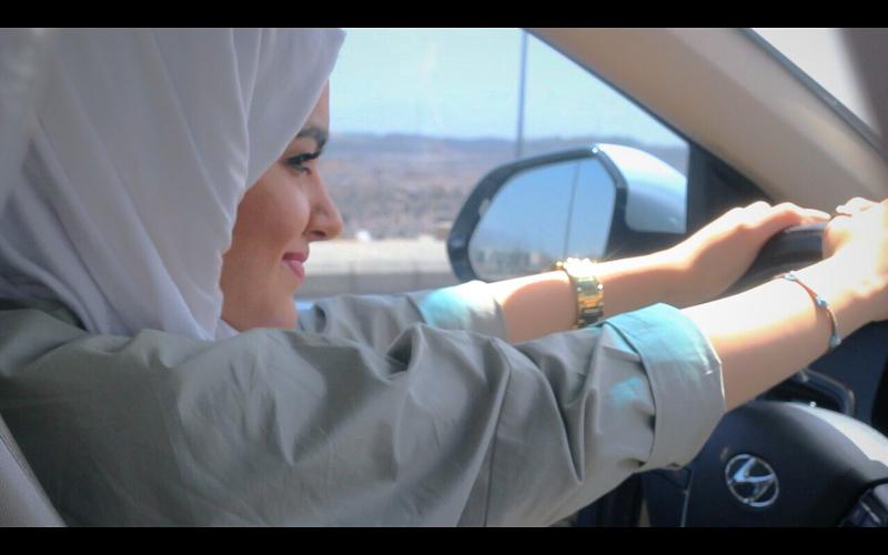 https: img-o.okeinfo.net content 2018 07 03 196 1917418 rayakan-izin-mengemudi-ini-yang-dilakukan-perempuan-arab-saudi-di-jalanan-zNrVEQ86ET.jpg