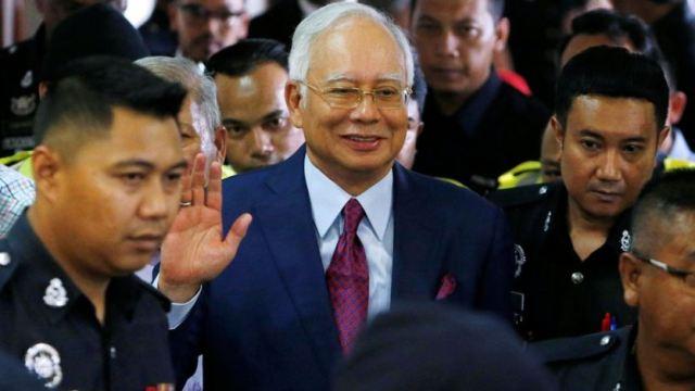 https: img-o.okeinfo.net content 2018 07 05 18 1918107 media-malaysia-pertanyakan-najib-razak-tak-gunakan-baju-oranye-saat-ditangkap-oCvbIP4GRA.jpg