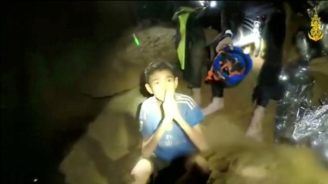 https: img-o.okeinfo.net content 2018 07 09 18 1919649 4-dari-12-remaja-thailand-yang-terjebak-di-gua-berhasil-dikeluarkan-L7P32OqiQv.jpg