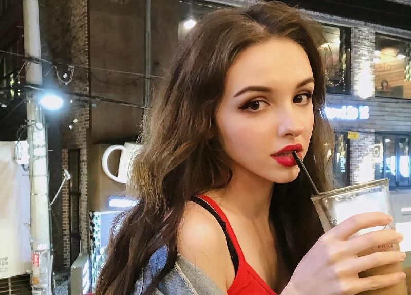 https: img-o.okeinfo.net content 2018 07 09 194 1920018 6-potret-kecantikan-karimova-elina-si-manusia-barbie-dari-uzbekistan-9crF1xj22w.jpg