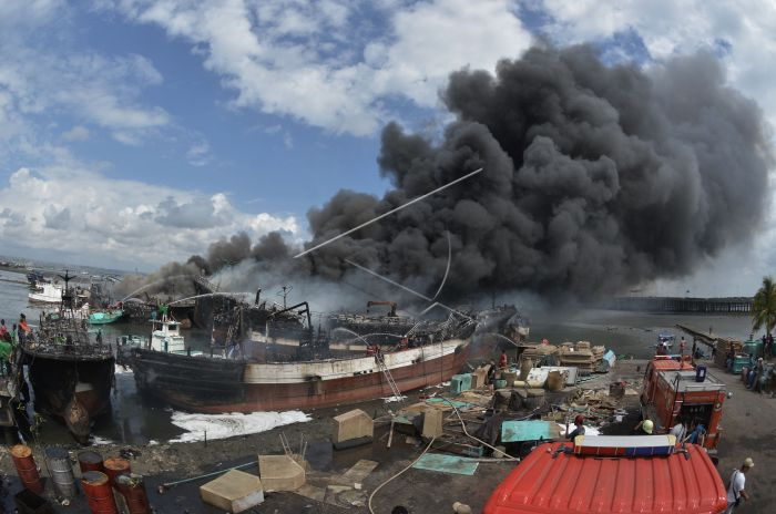 https: img-o.okeinfo.net content 2018 07 09 340 1919977 polisi-menduga-ada-yang-sengaja-bakar-kapal-nelayan-di-benoa-bali-bGibpkWjsc.jpg