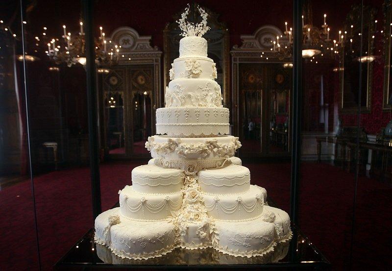https: img-o.okeinfo.net content 2018 07 10 298 1920413 kue-berusia-7-tahun-disajikan-di-acara-pembaptisan-pangeran-louis-rJ61DCNSq6.jpg