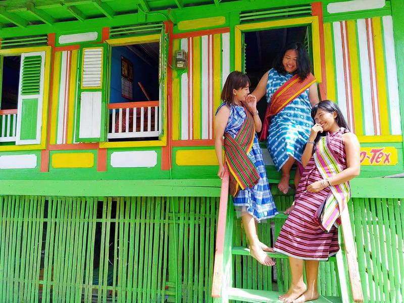 https: img-o.okeinfo.net content 2018 07 10 406 1920290 kampung-tenun-warna-warni-destinasi-wisata-baubau-yang-instagramable-gJriEbhuCN.jpg