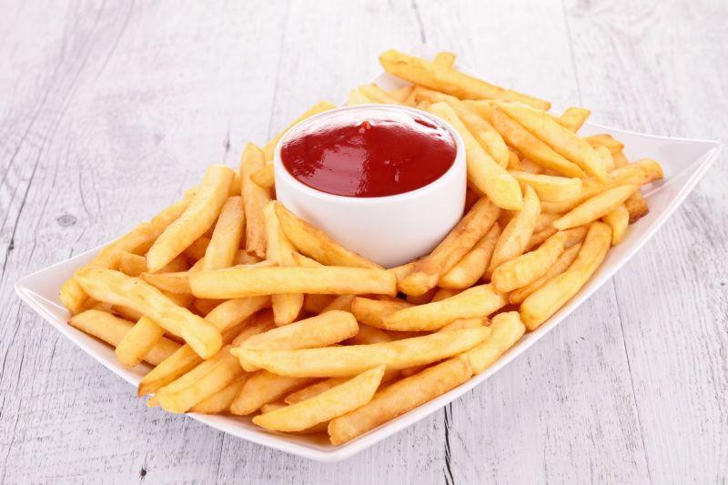 """Dickens menjelaskan kentang goreng """"husky chips of potato"""" yang digoreng dengan minyak."""